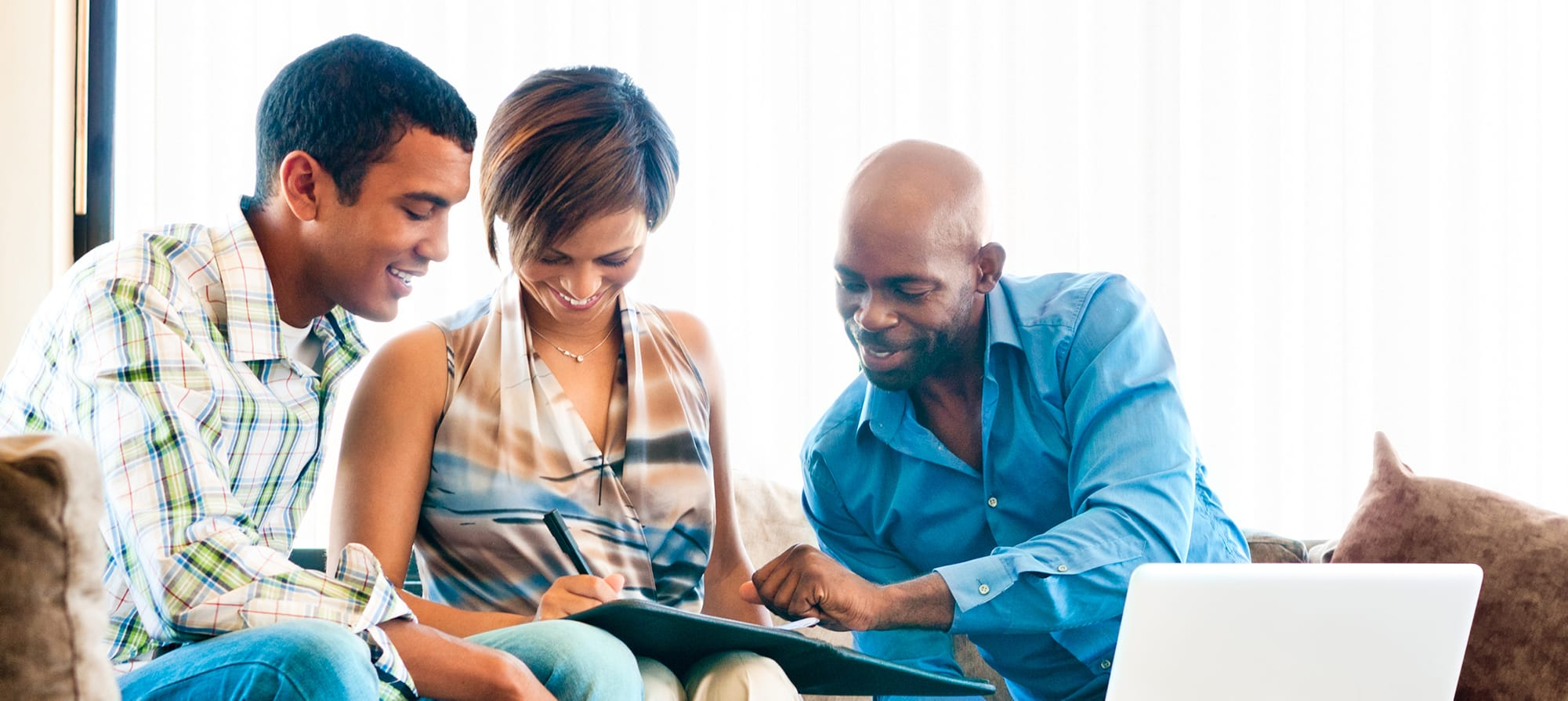 Cover photo depicting a man and woman completing a form with the help of their insurance agent